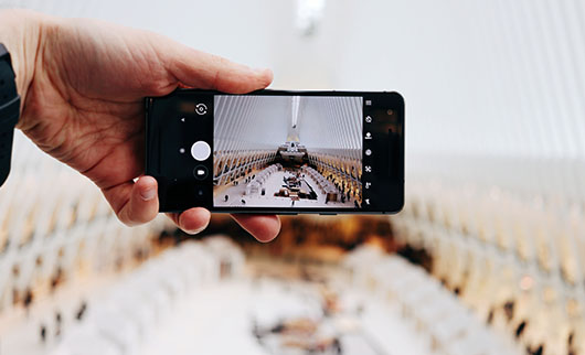 動画配信サービスの手軽さを表現した画像