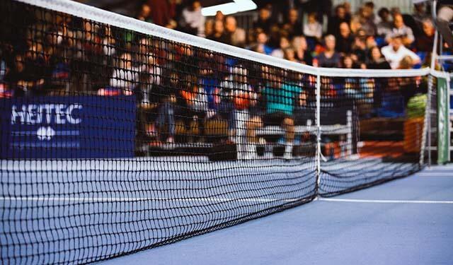 テニス会場のネットを映した画像