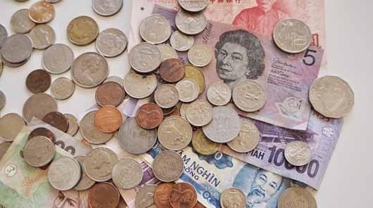 世界中の紙幣や硬貨の画像